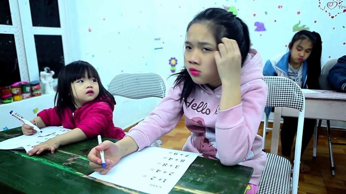 Kids Go To School   Children learn math and count numbers